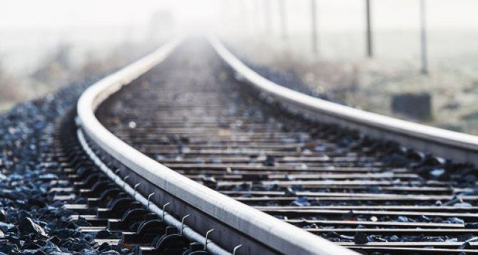 В Лутугинском районе неизвестные подорвали железную дорогу и тепловоз