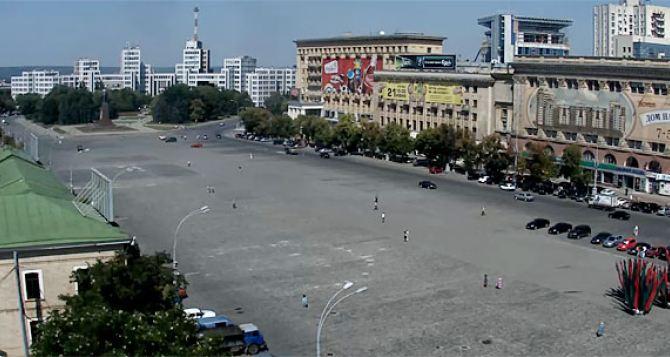 В Харькове на площади Свободы и в двух выходах из метро ищут бомбу