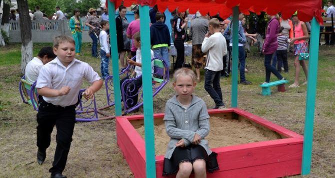 «Краснодонуголь» отреставрировал парк в поселке Энгельсово