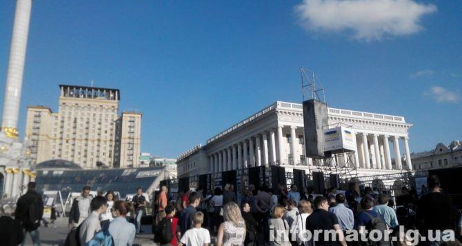 В Киеве прошел митинг переселенцев против блокады Донбасса (фото)