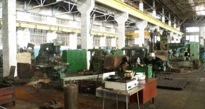 На Антрацитовском заводе по изготовлению горно-шахтного оборудования возник серьезный конфликт