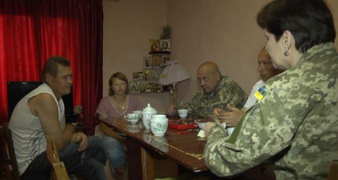 Семье из села Артема, у которой артобстрелом разрушило дом, купили новое жилье (фото)