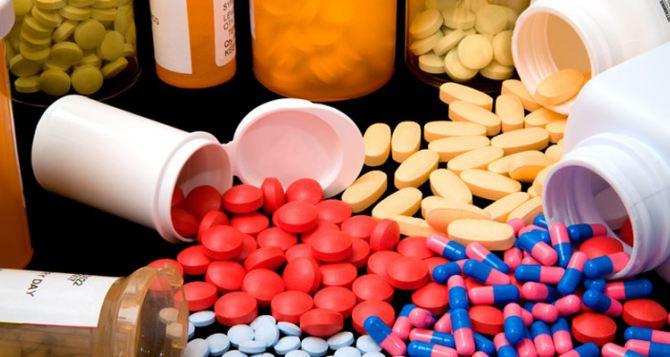 В Новосветловскую больницу привезли новое оборудование и медикаменты
