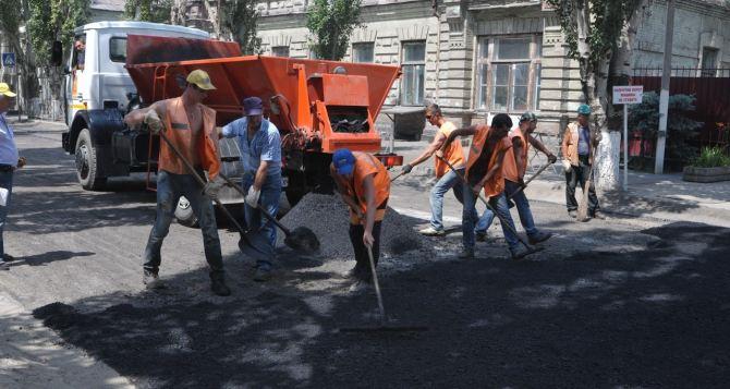 В Луганске ремонтируют инженерные сооружения и дороги