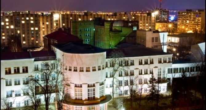 В одном из вузов Луганска начался прием документов на поступление