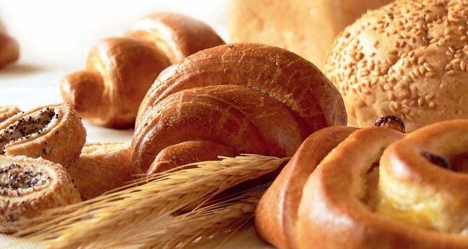В Донецке раздали 2 тысячи булок хлеба