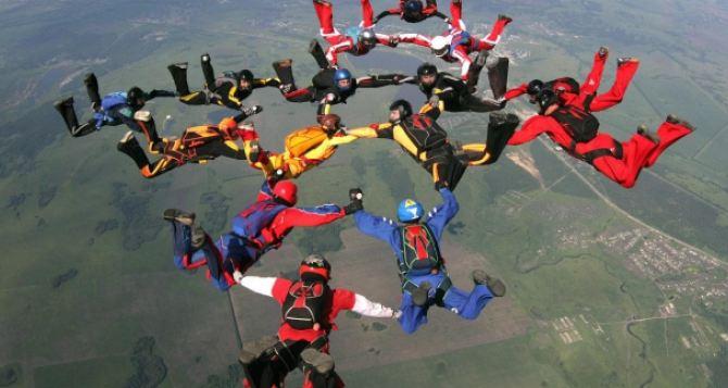 В Харькове установили новый парашютный рекорд