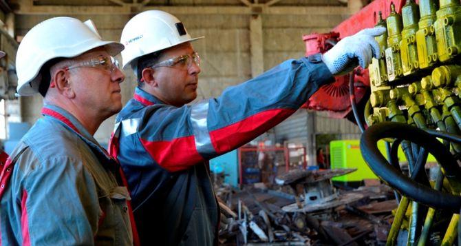 Работники «Краснодонугля» своими силами выполнили капремонт проходческого комбайна (фото)