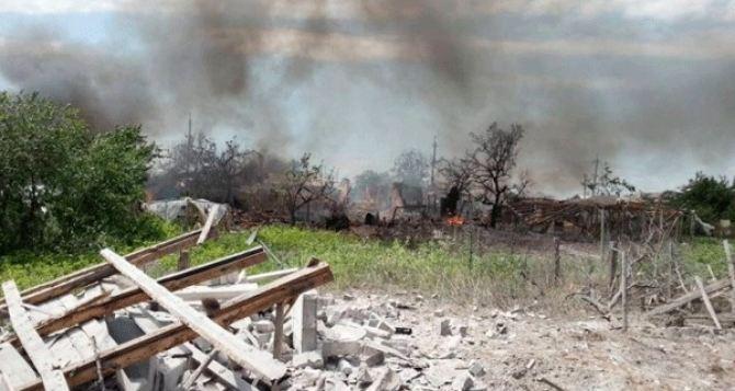 В результате обстрела в Станице Луганской перебит газопровод
