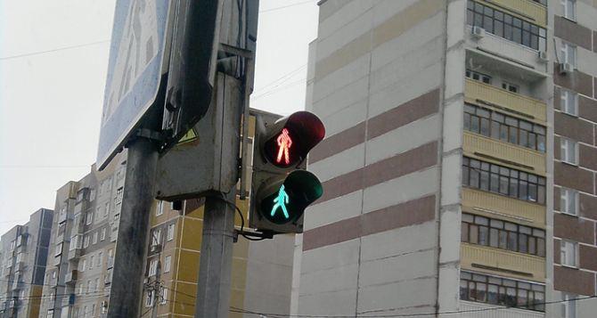 В Луганске продолжается ремонт светофоров