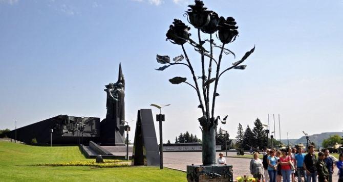 В Донецке открыли памятник погибшим мирным жителям (фото)