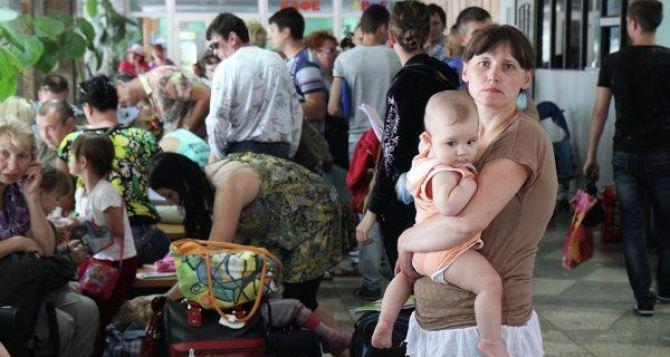 В Харькове зарегистрировано 102 тысячи переселенцев из зоны АТО