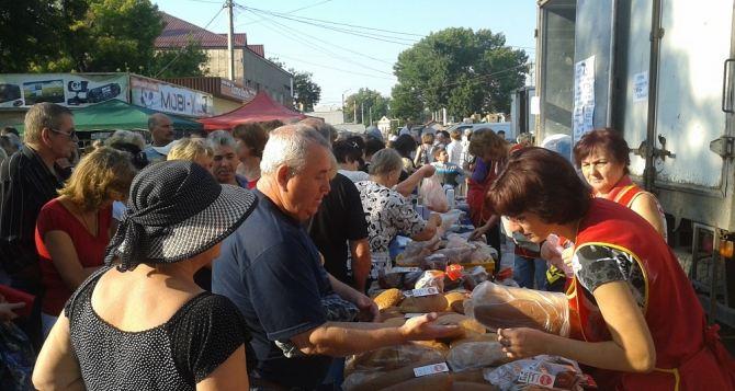В Стаханове, Краснодоне и Алчевске прошли продуктовые ярмарки (фото)