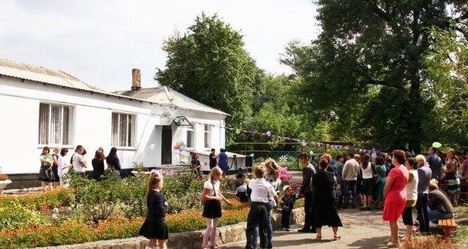 В Чернухино открыли восстановленный после обстрелов детский сад (фото)