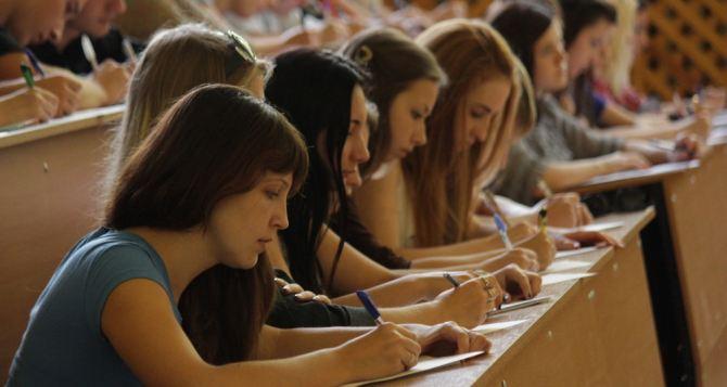 В вузах Луганска отметили Международный день грамотности (фото)