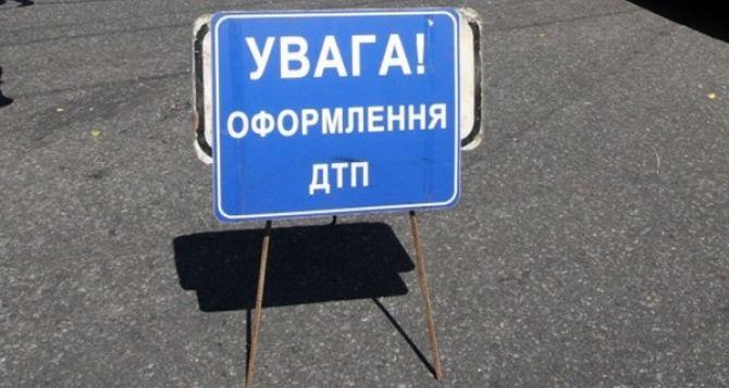Возле Новосветловки микроавтобус столкнулся с бензовозом: 6 человек погибли