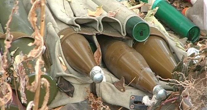 В центре Луганска на мусорной свалке обнаружили несколько гранат (фото)