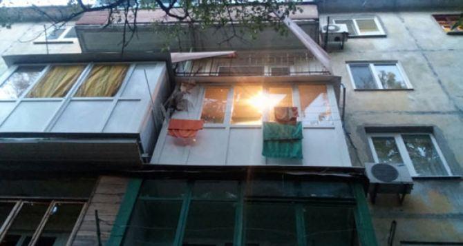 Стало известно, чью квартиру обстреляли из РПГ в Мариуполе