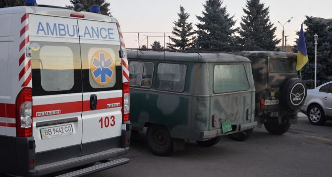 В Сватово танками тушат пожар на складе боеприпасов