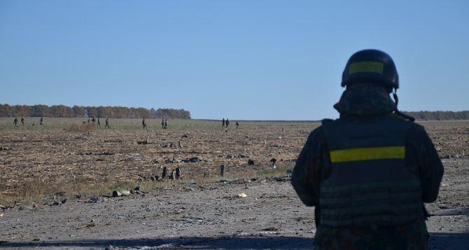 В Сватово проводят инженерную разведку и зачистку территории вокруг арсенала (фото)