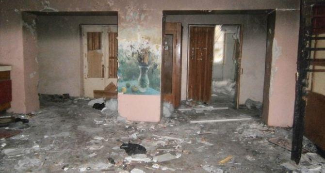 В Луганске горело общежитие в квартале Восточный (фото)