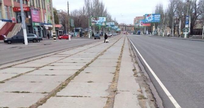 В Луганске демонтировали трамвайные колеи (фотофакт)