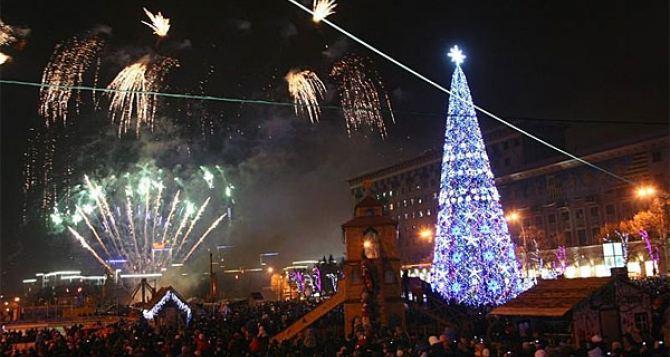 В Харькове начали устанавливать новогоднюю елку
