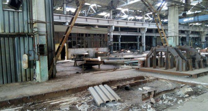 В Луганске пытались вывезти имущество одного из заводов (фото)