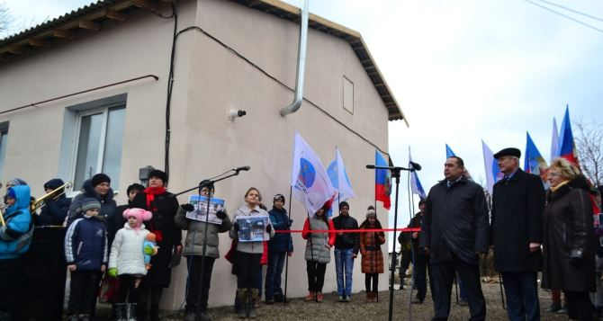 В Новосветловке построили 4 дома взамен разрушенных обстрелами (фото)