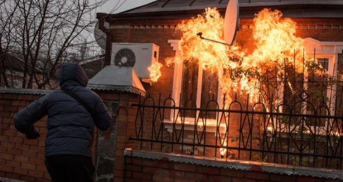 НаХарьковщине коктейлями Молотова забросали дома полицейских