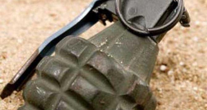 В Харькове на территории больницы обнаружили боевую гранату