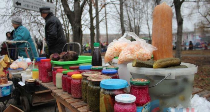 В Луганске прошла предновогодняя ярмарка (фото)