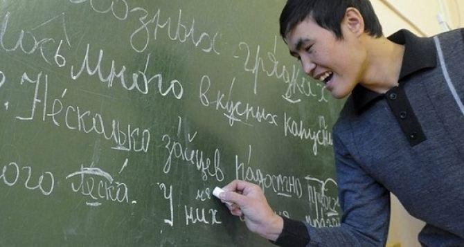 Украинцы и киргизы оказались лучшими знатоками русского языка и российской истории