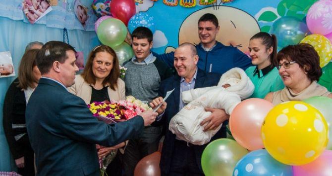 В Харькове уже выдали свидетельства о рождении детей, появившихся на свет в первый день нового года