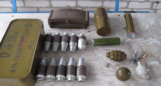 На территории садового общества в Счастье обнаружили схрон с боеприпасами +
