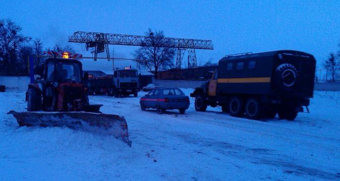 Харьковские спасатели помогли на трассе семье с маленьким ребенком