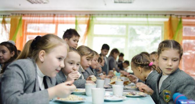 В Харькове оставили бесплатным питание для школьников младших классов