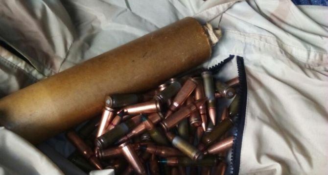 Пограничники Луганского отряда обнаружили боеприпасы в посылке