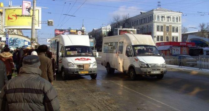 Количество маршруток в Луганске резко увеличилось за счет подорожания проезда