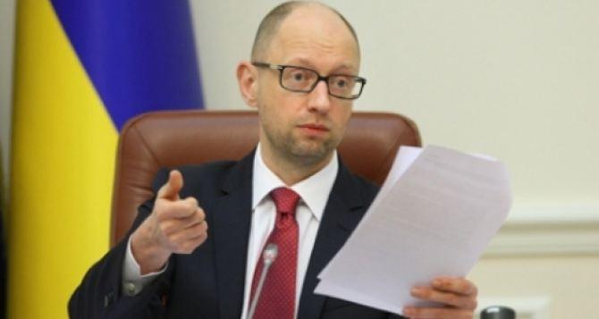 Яценюк выступил за референдум по изменениям в Конституцию