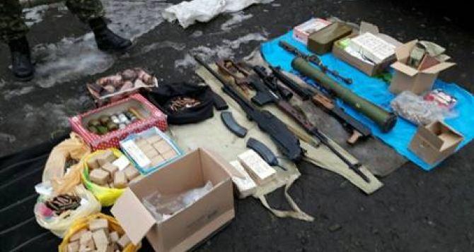 В Старобельском районе нашли тайник с оружием