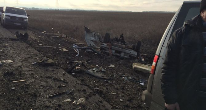 Возле пункта пропуска «Марьинка» подорвался автомобиль. Трое погибших