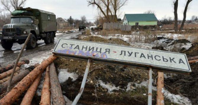 В Станице Луганской во двор директора школы бросили гранаты. —Тука