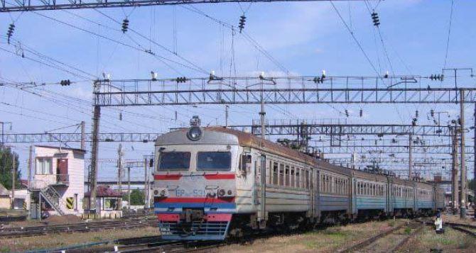 Движение поезда Иловайск-Ясиноватая отменили из-за отсутствия дизельного топлива