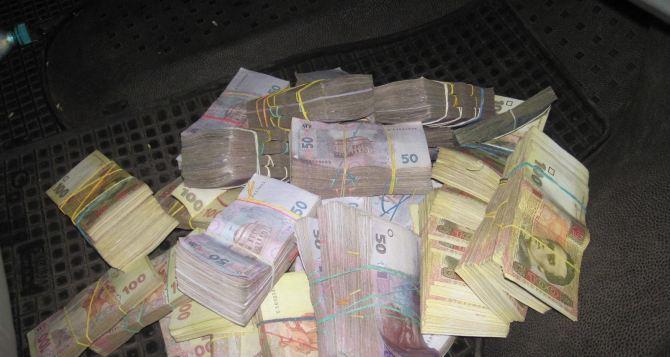 На харьковской границе задержали жителя Луганской области с большой суммой денег