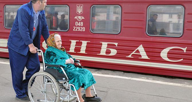 Правительство Украины заблокировало социальные выплаты 150 тысячам переселенцам с Донбасса. —Яценюк