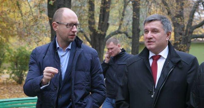 В Харьков едут  Яценюк и Аваков