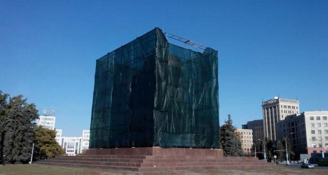 На снос памятника Ленину на площади Свободы в Харькове необходимо почти 2 миллиона гривен