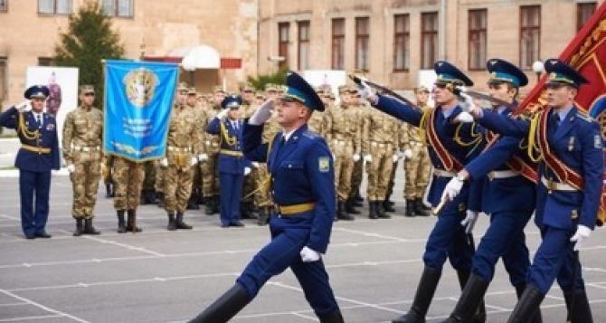 Завтра в Харьков приедет министр обороны