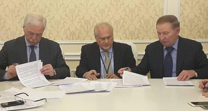 В Минске договорились о прекращении боевых учений и согласовали график разминирования на линии соприкосновения